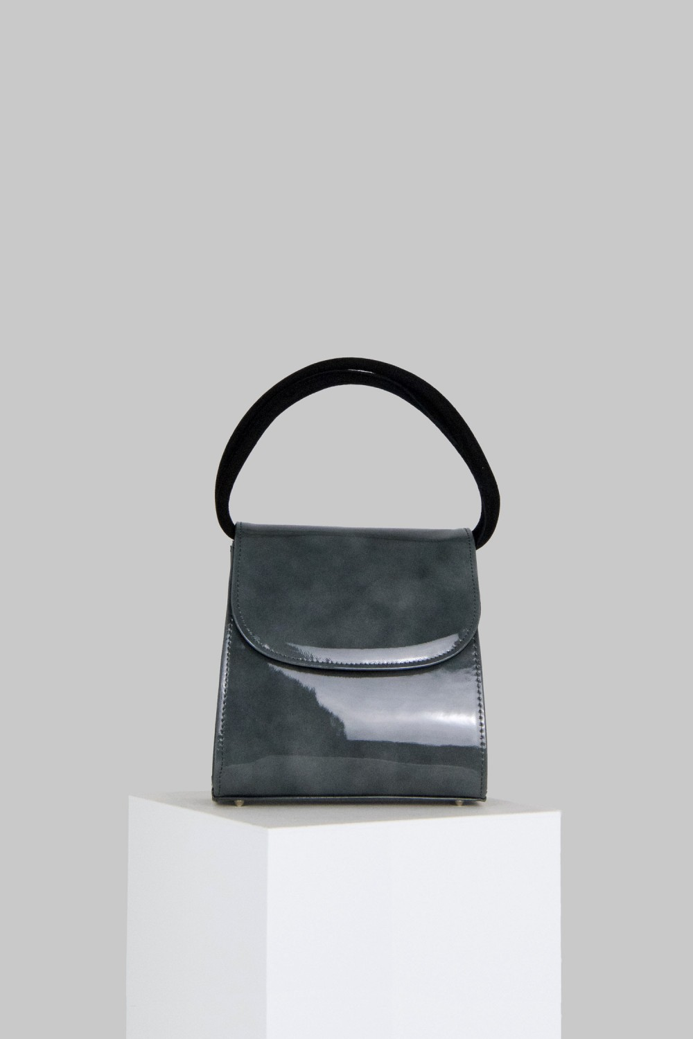 Loop Bag in Grey Patent Leather